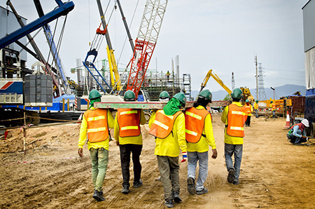 Enter the construction site safety precautions